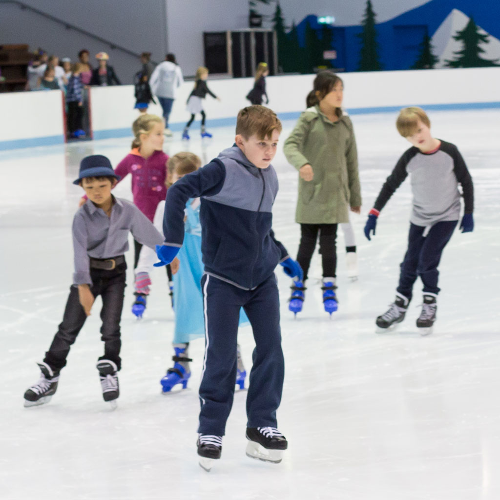 Learn How to Ice Skate in 10 Steps - ThoughtCo